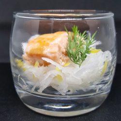 Verrine de râpé de daïkon et saumon rôti sauce soja