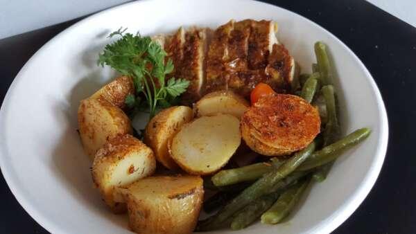 Assiettes gourmandes en pulpe végétale du traiteur Goodee SQY à Voisins le Bretonneux