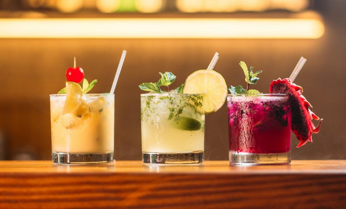 Assortiment de shots cocktail personnalisables à base de jus de fruits