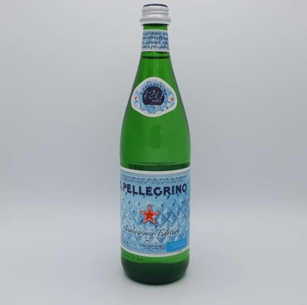 Bouteille d'eau minérale à bulles 1 litre San Pélégrino en verre