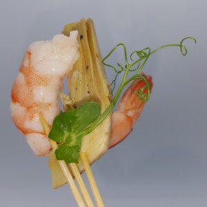 Mini brochette trident de gambas et coeur d'artichaut mariné 20g du traiteur Goodee SQY à Voisins le Bretonneux