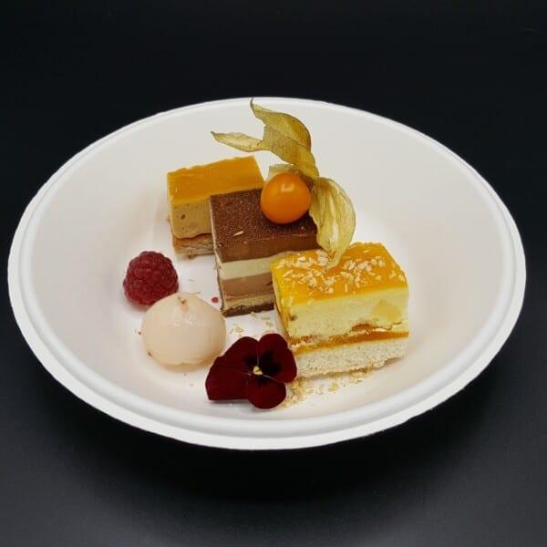 Assiette formule trilogie de desserts chez le traiteur Goodee SQY à Voisins le Bretonneux