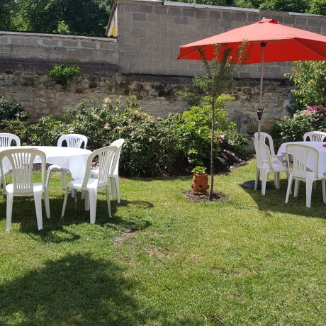 Mise en place garden party réception privée Yvelines par le traiteur Richard Blanc