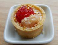 Mini tartelette frambois litchi du traiteur Goodee SQY à Voisins le Bretonneux